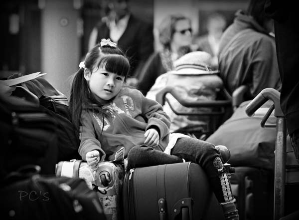 On Guard – The luggage Kid